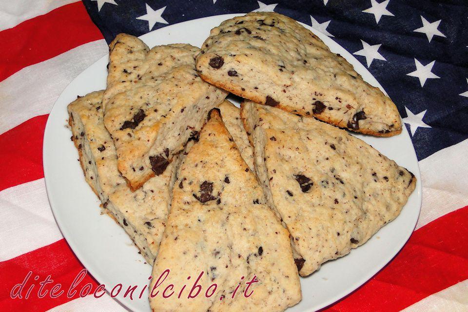 Cream scones (scone alla panna e cioccolato)