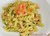 Fusilli con zucchine e salmone affumicato